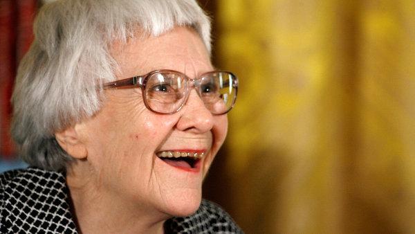Nejprod�vn�j�� americk� spisovatelka lo�sk�ho roku Harper Leeov� v dubnu oslav� 90. narozeniny.