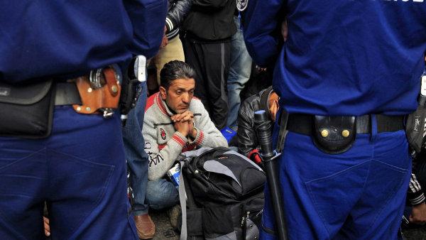 Dlouhodobé uzavření hranic by Paříž stálo až 10 miliard eur - Ilustrační foto.