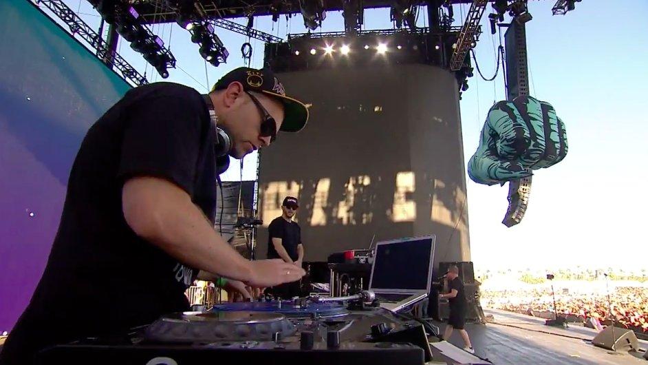 Snímek z vystoupení Run The Jewels na festivalu Coachella.