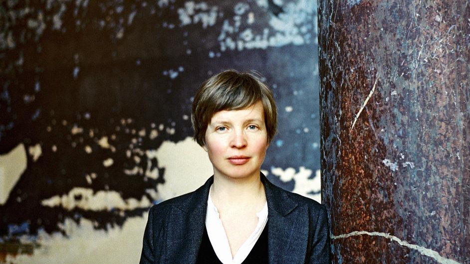 Jenny Erpenbecková se narodila roku 1967, vyrůstala ve východním Berlíně.