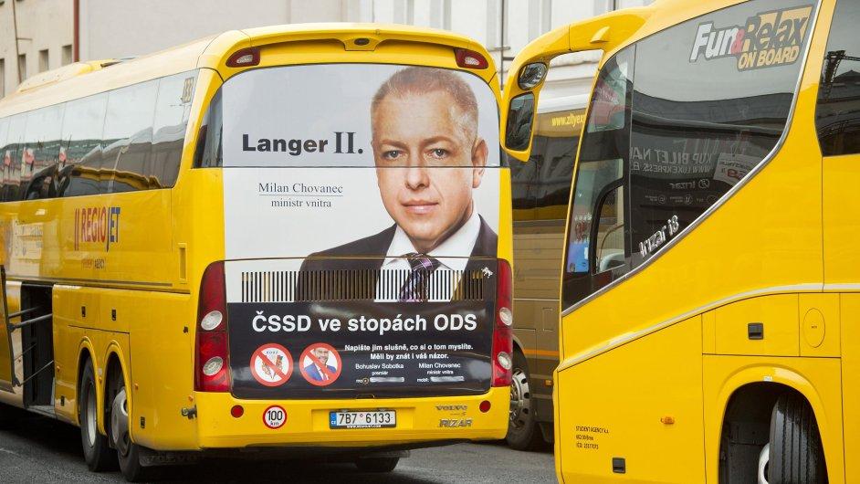 Radim Jančura vyzdobil své autobusy RegioJet kampaní na podporu Šlachty.