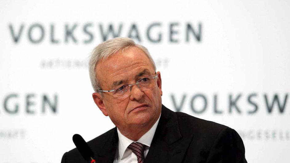 Bývalý šéf koncernu VW Martin Winterkorn je vyšetřován kvůli podvodu.