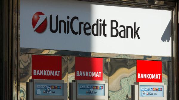 Navzdory středečnímu oznámení, že banka vyřešila problémy s on-line a mobilním bankovnictvím, se někteří klienti UniCredit Bank nadále potýkají s problémy.