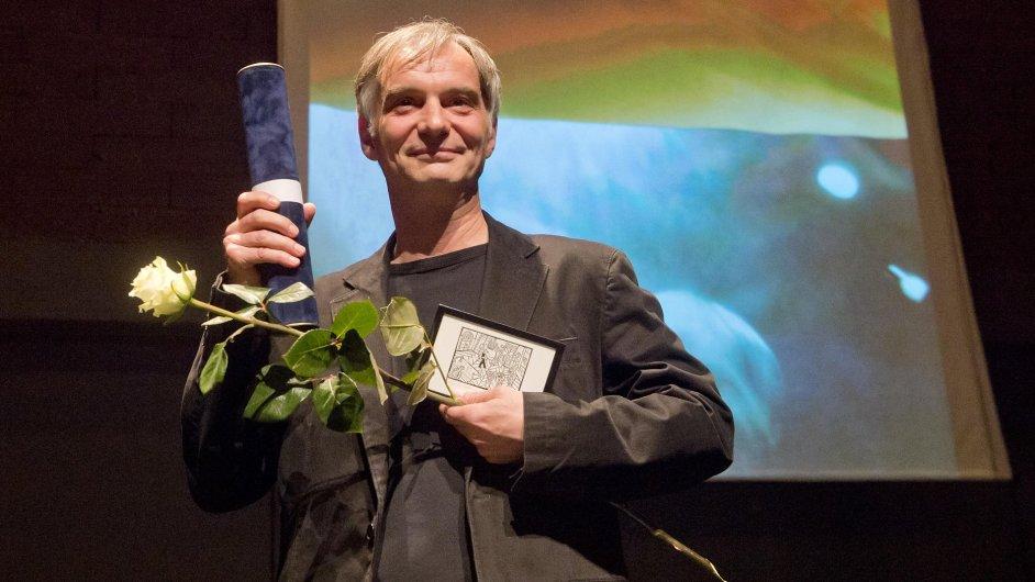 Ivan Trojan převzal Cenu Divadelních novin v kategorii herecký výkon za roli Andrewa Maxwella v inscenaci Vzkříšení v Dejvickém divadle.