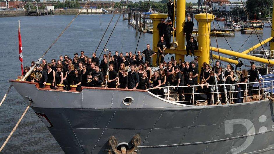 Na snímku jsou Drážďanští symfonici neboli Dresdner Sinfoniker.