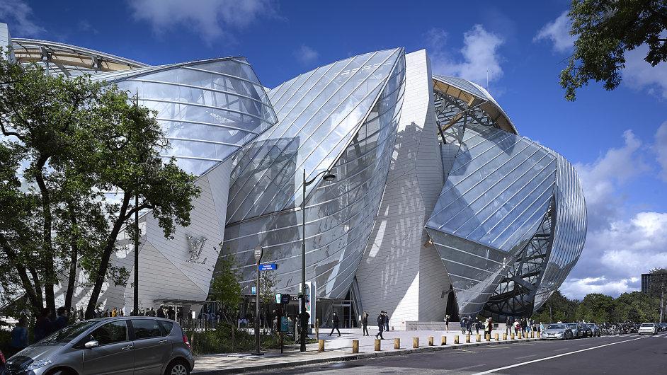 Pařížská Fondation Louis Vuitton (Frank Gehry) je příkladem hi-tech přístupu v disciplíně opláštění budov.