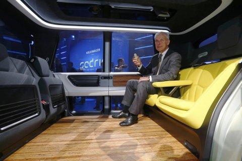 VW představil v Ženevě koncept plně autonomního vozu bez volantu