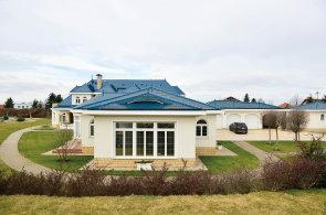 České podnikatelské baroko: Paláce s výklenky, věžemi a mansardovými střechami