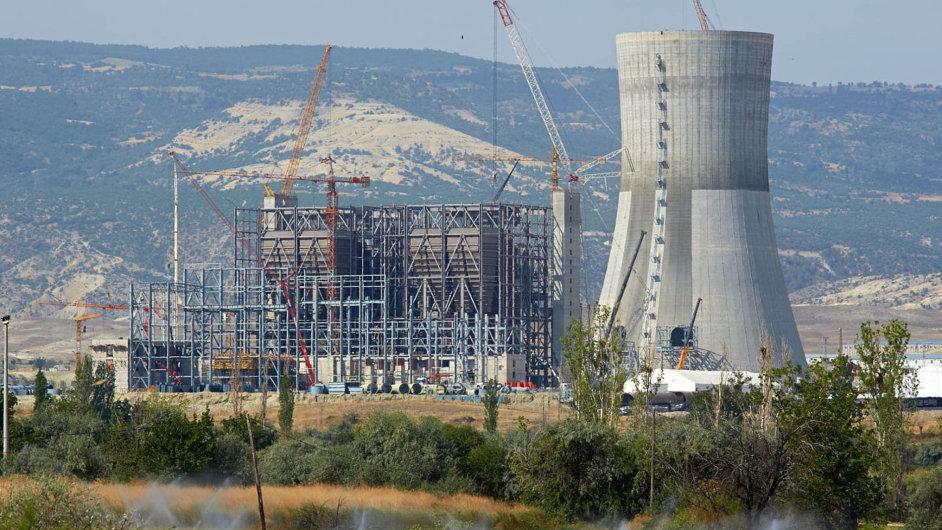 Zamrzlých 12miliardnatureckou elektrárnu poskytla Česká exportní banka. Pokud by projekt zkrachoval, ztrátu zaplatí státní rozpočet.