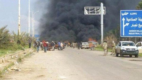 U evakuačního konvoje explodovalo auto naložené výbušninami.