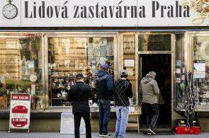 Nejdivočejší pražské ulice: Prohlédněte si Koněvovu a Husitskou, kde 90. léta pořád žijí