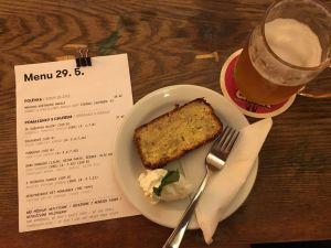 Banánový chléb a potštejnské pivo Clock v Roesel - Beer & Cake.