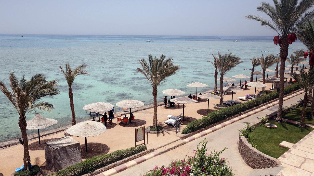 Egypt po útoku omezil vstupy na pláže výhradně pro hotelové hosty.