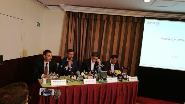 František Korbel, Lukáš Váňa, Marek Pavlas a George Kisugite na tiskové konferenci k zákazu billboardů u dálnic