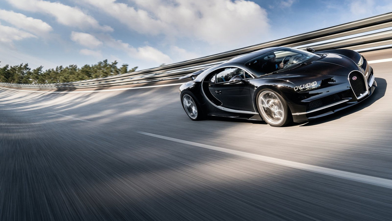 Nejrychlejší sériově vyráběný vůz Bugatti Chiron byl 11. září představen na koncernovém večeru skupiny Volkswagen v předvečer 67. mezinárodního autosalonu ve Frankfurtu nad Mohanem.