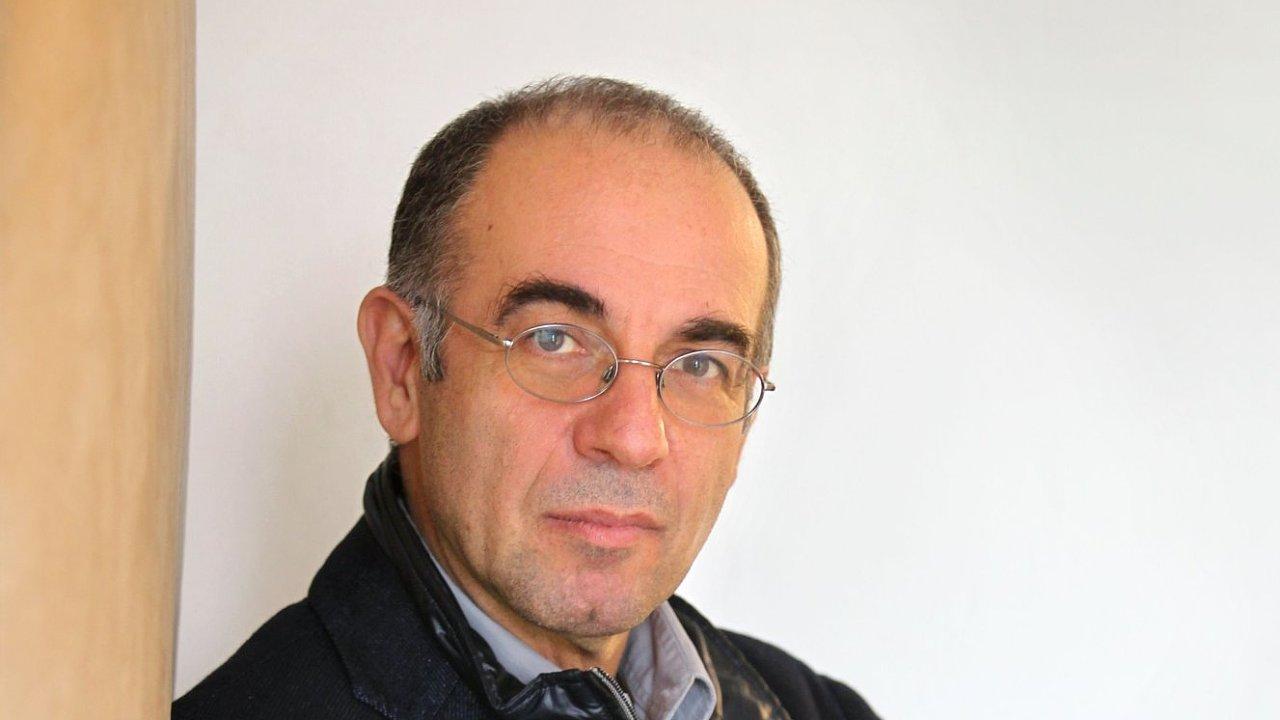 Giuseppe Tornatore je na snímku z roku 2012, kdy při natáčení filmové hudby v Praze poskytl rozhovor Hospodářským novinám.