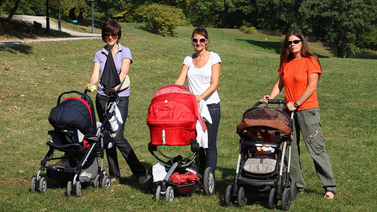Žena má nárok na mateřskou, když během dvou let před porodem odpracuje alespoň 270 dní a je zaměstnaná.