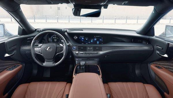 Toyota spustí ve svých vozech hlasovou službu Amazon Alexa, ilustrační foto Lexus LS 500h