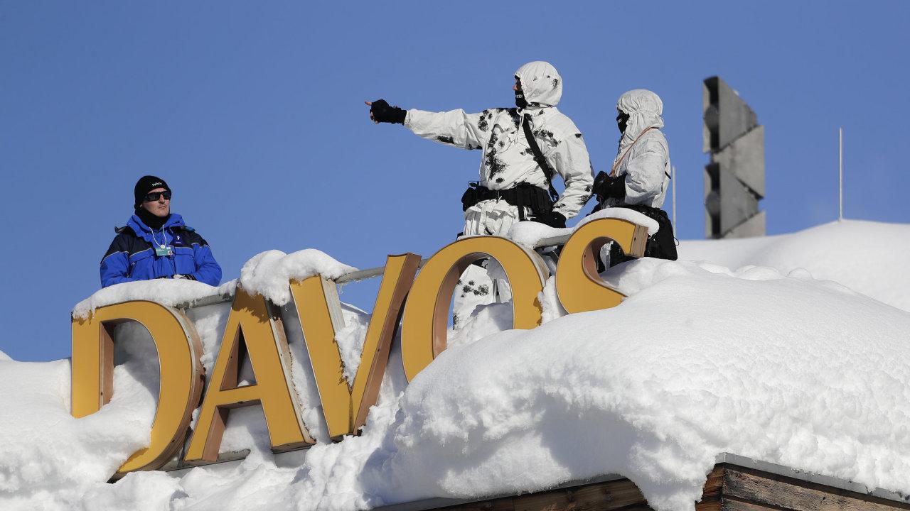 Summit v Davosu přivítal světové lídry sněhovou nadílkou.