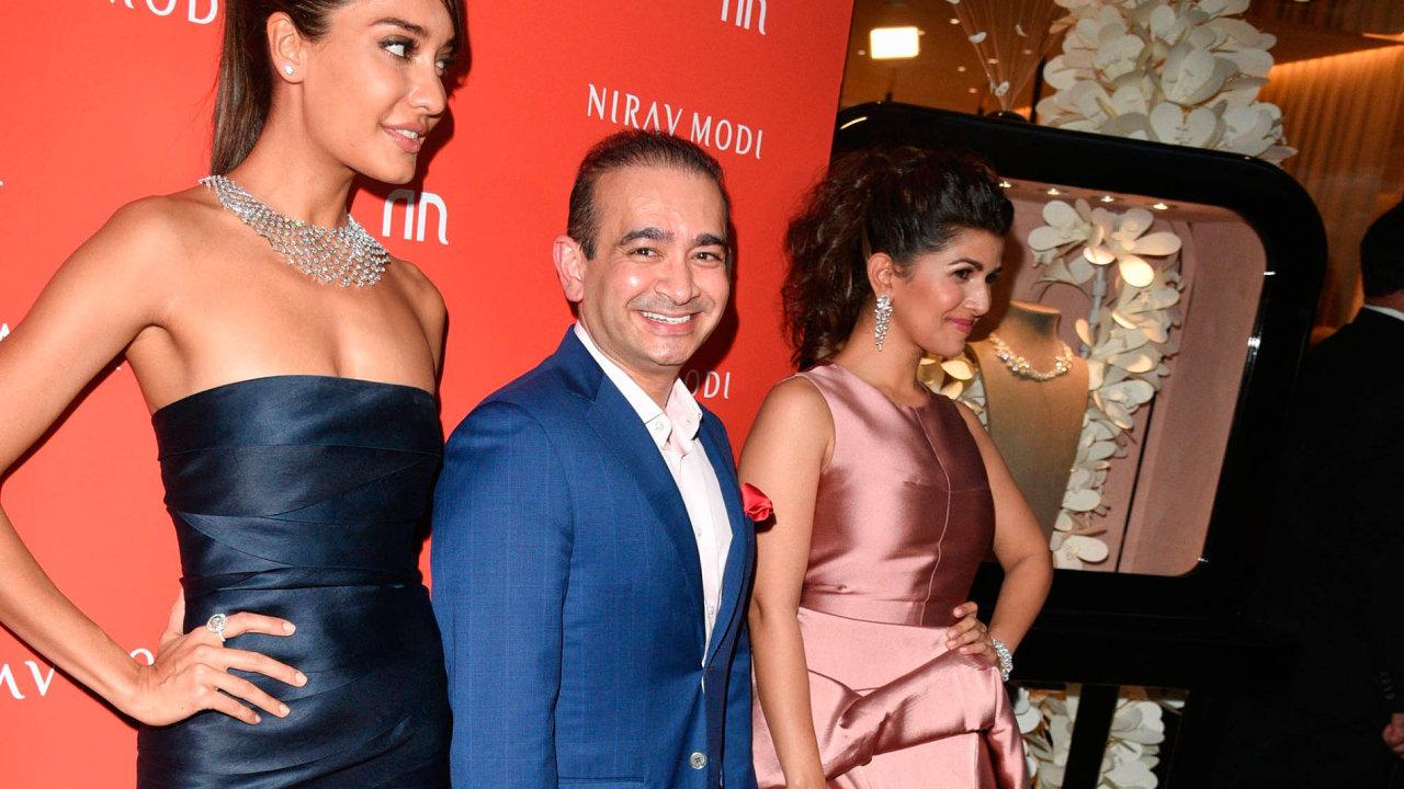 VHollywoodu ivBollywoodu. Šperky odNirava Módího si oblíbily hvězdy filmového plátna vUSA ivIndii. Také díky tomu patří Módí mezi nejbohatší Indy.