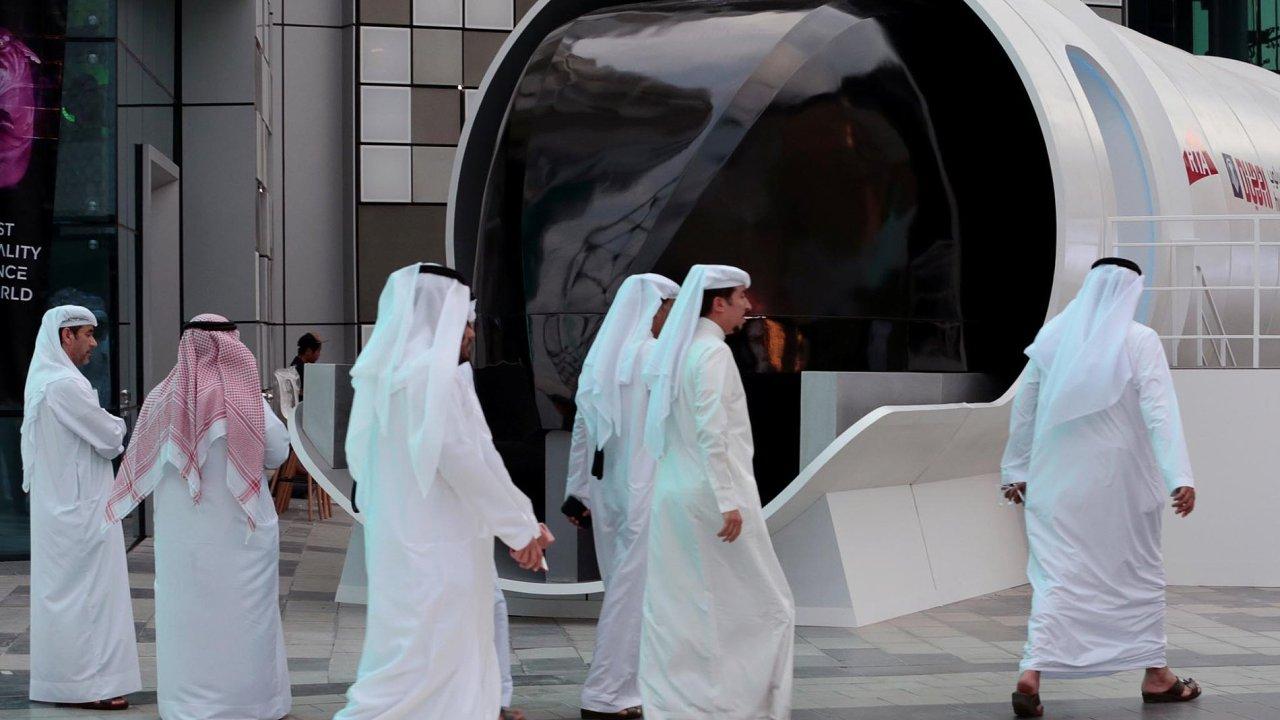 """Ve Spojených arabských emirátech předvedli, jak by mohl vypadat superrychlý """"vlak"""" budoucnosti - hyperloop."""