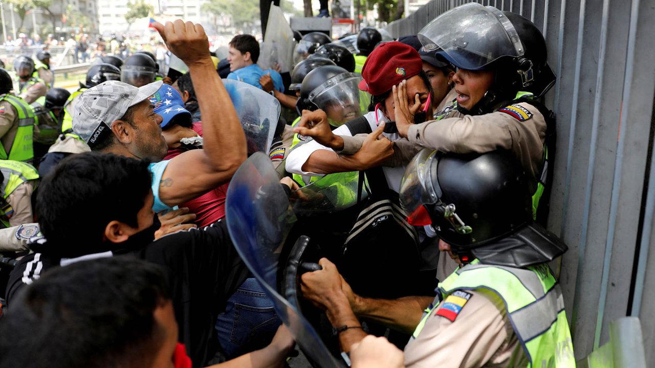 Nejnebezpečnější zemí světa je Venezuela. Demonstrace proti režimu prezidenta Nicoláse Madura tam jsou na denním pořádku.