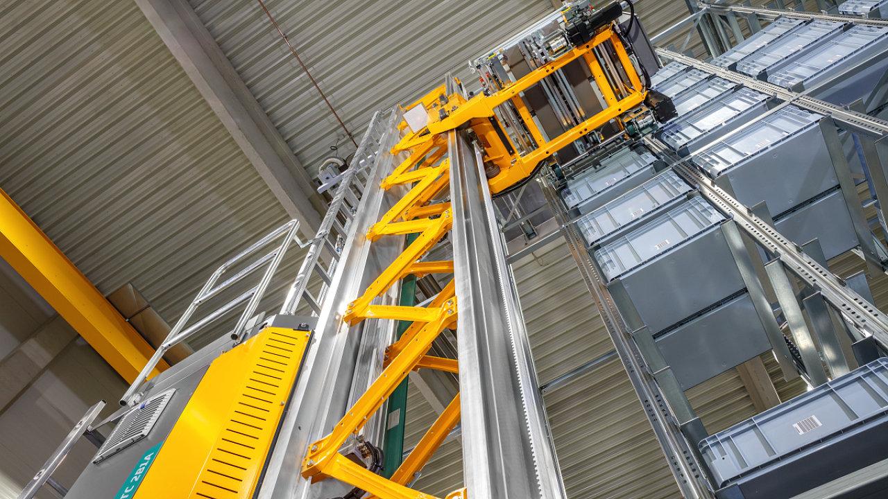 Nový miniload systém od firmy Jungheinrich se pohybuje rychlostí 6 m/s.