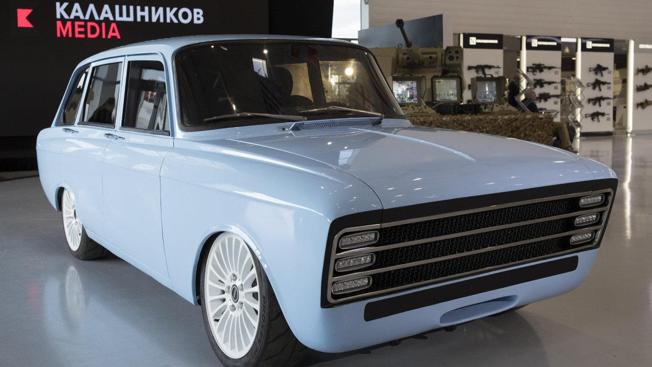 Ruský výrobce známé pušky AK-47 představil nedaleko Moskvy nový elektromobil.