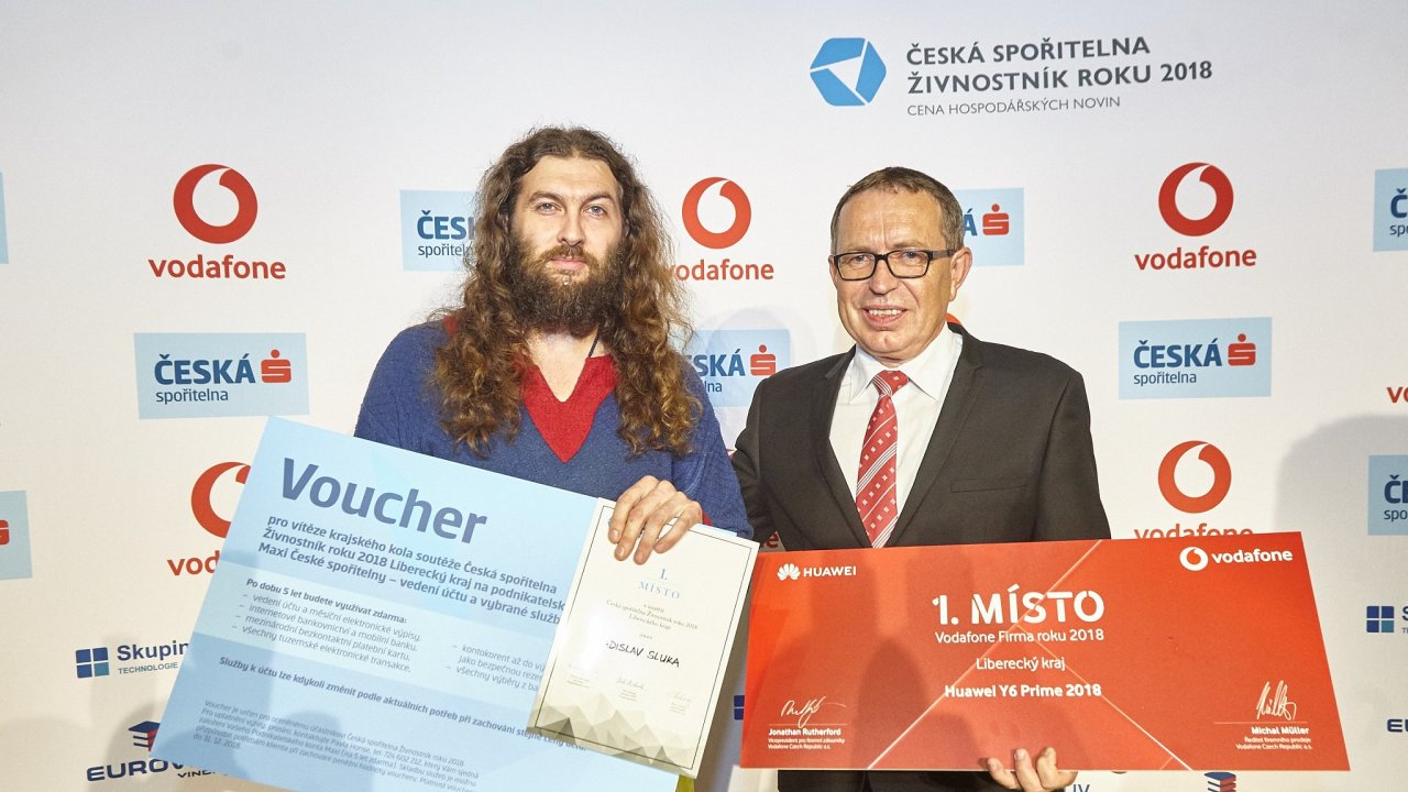 Ocenění Živnostník roku Liberecka získal Ladislav Sluka (vlevo) a titul za kategorii Firma roku si převzal za společnost Granát Pavel Tvrzník.