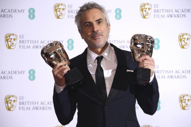 Alfonso Cuarón už za film Roma získal americký Zlatý glóbus i britskou cenu BAFTA. Uspěje také v neděli na Oscarech?