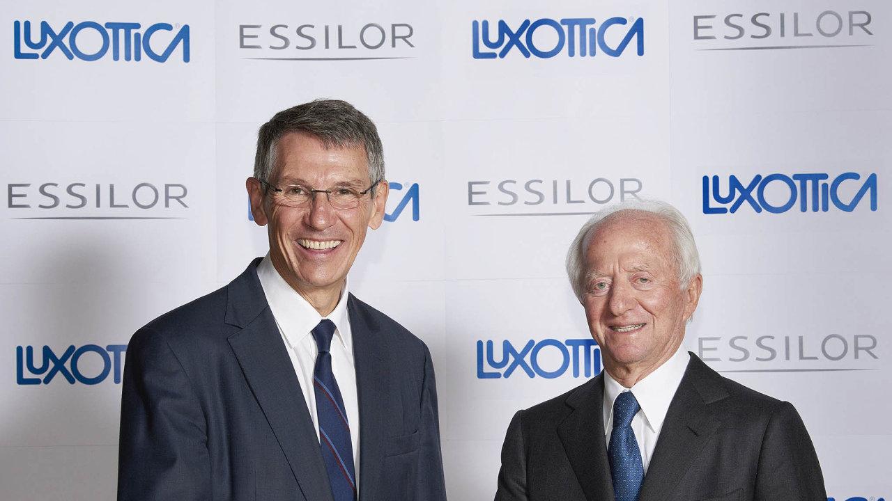 Když dohodli fúzi firem Luxottica aEssilor, Ital Leonardo Del Vecchio (vpravo) aFrancouz Hubert Sagnieres rozdávali úsměvy. Nyní se mezi nimi rozhořela slovní válka ovedení společnosti.