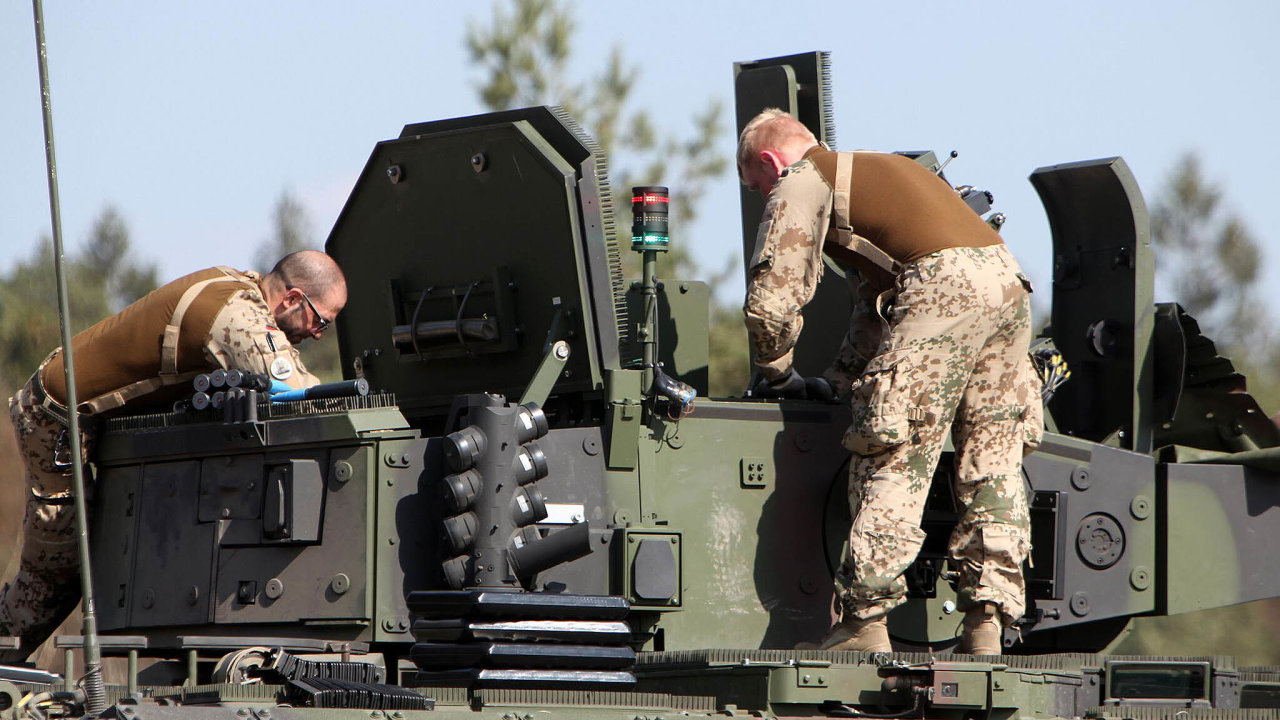 Věž budoucnosti? Vojáci bundeswehru připravují věž bez osádky navozidle Puma. To jediné včeském tendru nemá variantu osádkové věže, kterou chce česká armáda.