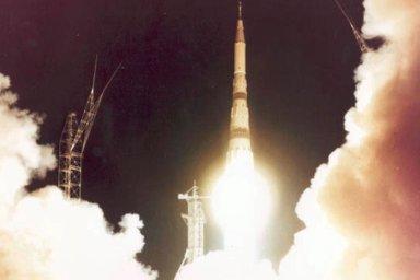Sověti se snažili Američany v závodě o Měsíc předehnat, nedokázali ale včas vyvinout dostatečně výkonnou raketu