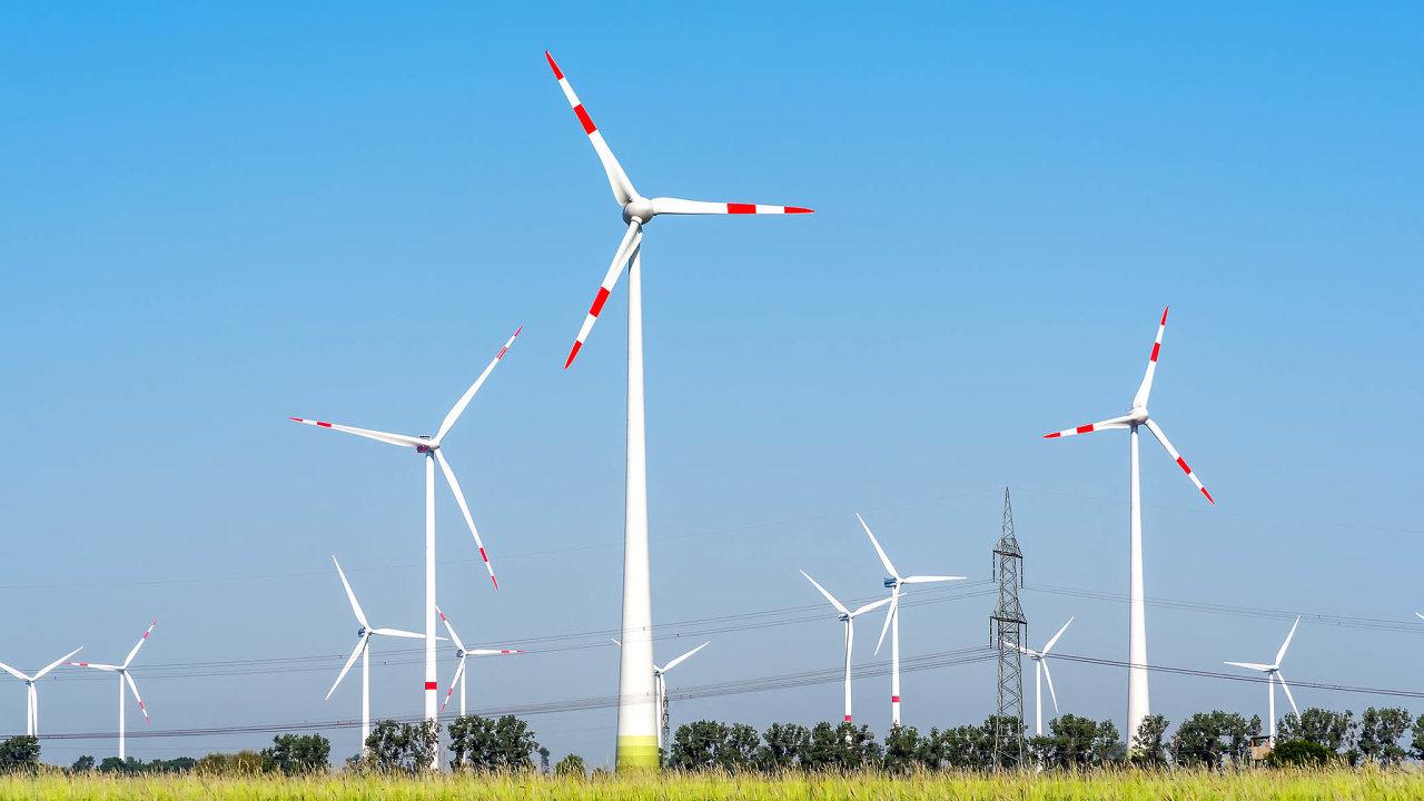 Firmy během ledna až června sice v Německu postavily 86 nových větrníků, je to ale jen asi pětina toho, co zastejné loňské období. Současně také musely demontovat jednapadesát těch, které dosloužily.