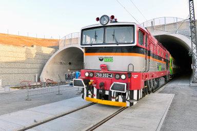 Ejpovický tunel je s délkou přibližně 4150 metrů nejdelší železniční tunel vČesku.