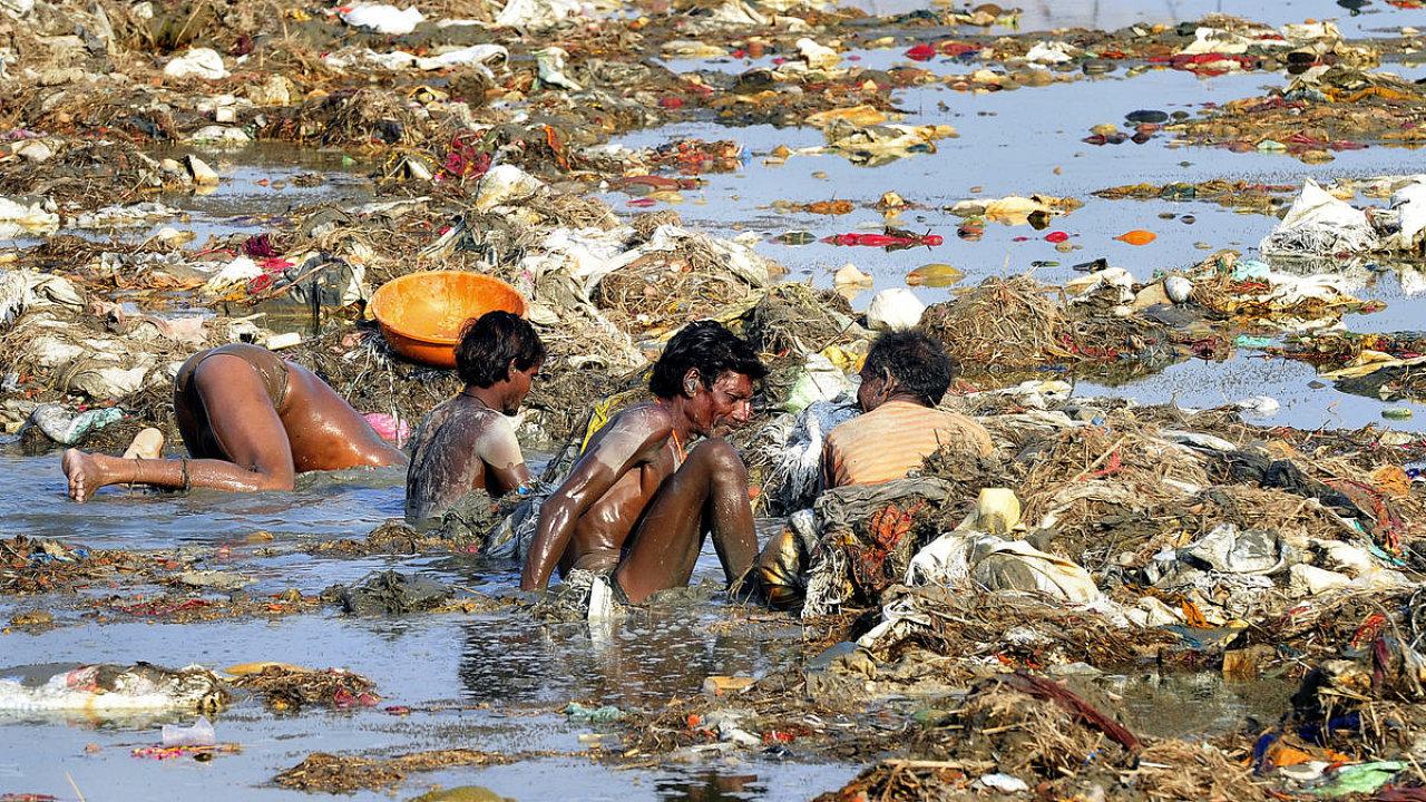 Znečištění indických řek je pro tamní superbakterii rájem na zemi.