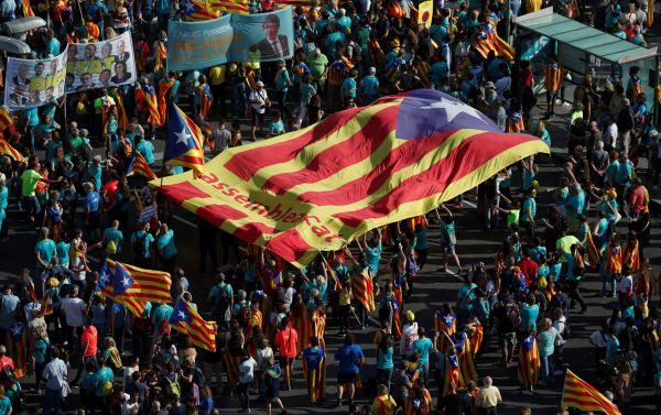 Statisíce lidí v Barceloně zúčastnily každoroční manifestace na Den Katalánska.