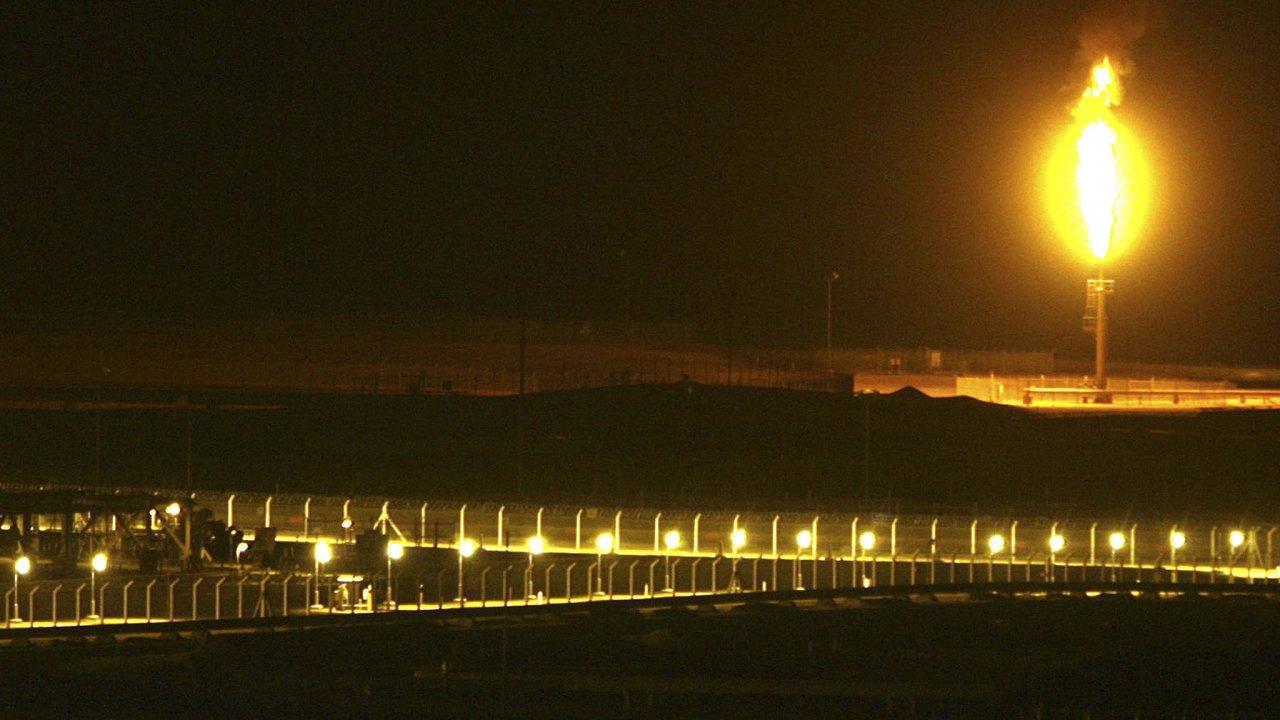 Úder dronů a raket na ropná pole Saúdské Arábie.