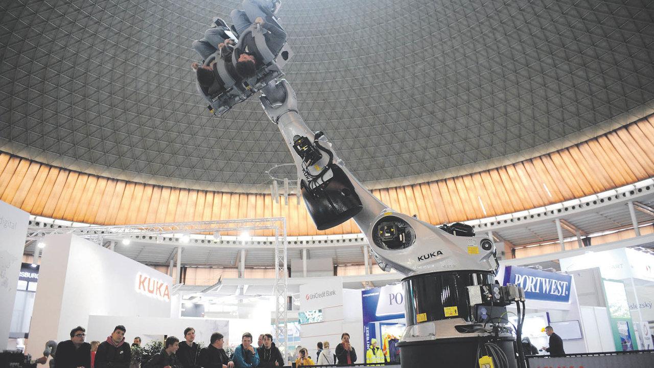 KUKA Coaster nabízí návštěvníkům napolovině prezentační plochy netradiční atrakci.