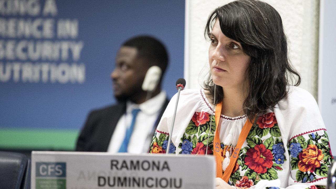 Rolníci dokážou bez dotací přežít jednoduše. Ale průmyslový model zemědělství je velmi drahý, bez dotací nemůže přežít, říká Ramona Duminicioiuová, koordinátorka evropské odnože La Via Campesin.