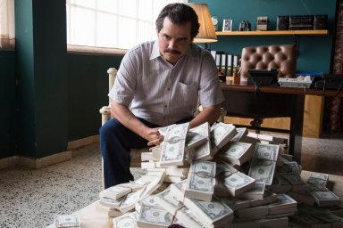 Kdo zaplatí zaEscobara? Americká společnost Netflix nabízí také vlastní produkci. Knejúspěšnějším patří seriál Narcos odrogovém dealerovi Pablu Escobarovi.