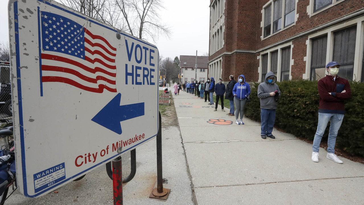 Demokratické primárky ve Wisconsinu ukázaly limity hlasování v časech koronavirové pandemie.
