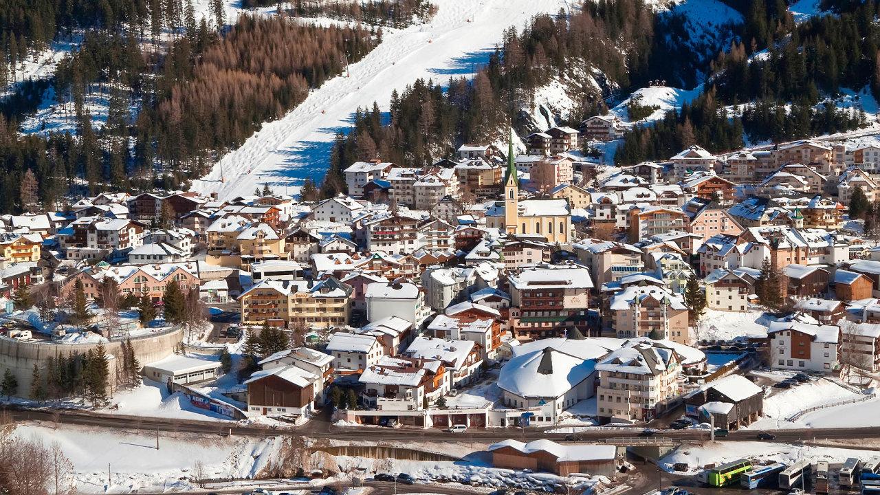 Koronavirus vAlpách: Známý lyžařský resort Ischgl vnadmořské výšce 1400metrů, označovaný zaalpskou Ibizu, byl vbřeznu ohniskem koronavirové nákazy.