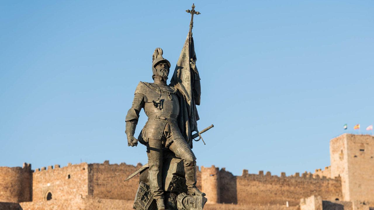 Ještě vbezpečí. Hernán Cortés, jak ho vMexiku neuvidíte. Socha španělského dobyvatele zatím stojí nedotčená vjeho rodišti, španělském Medellínu.