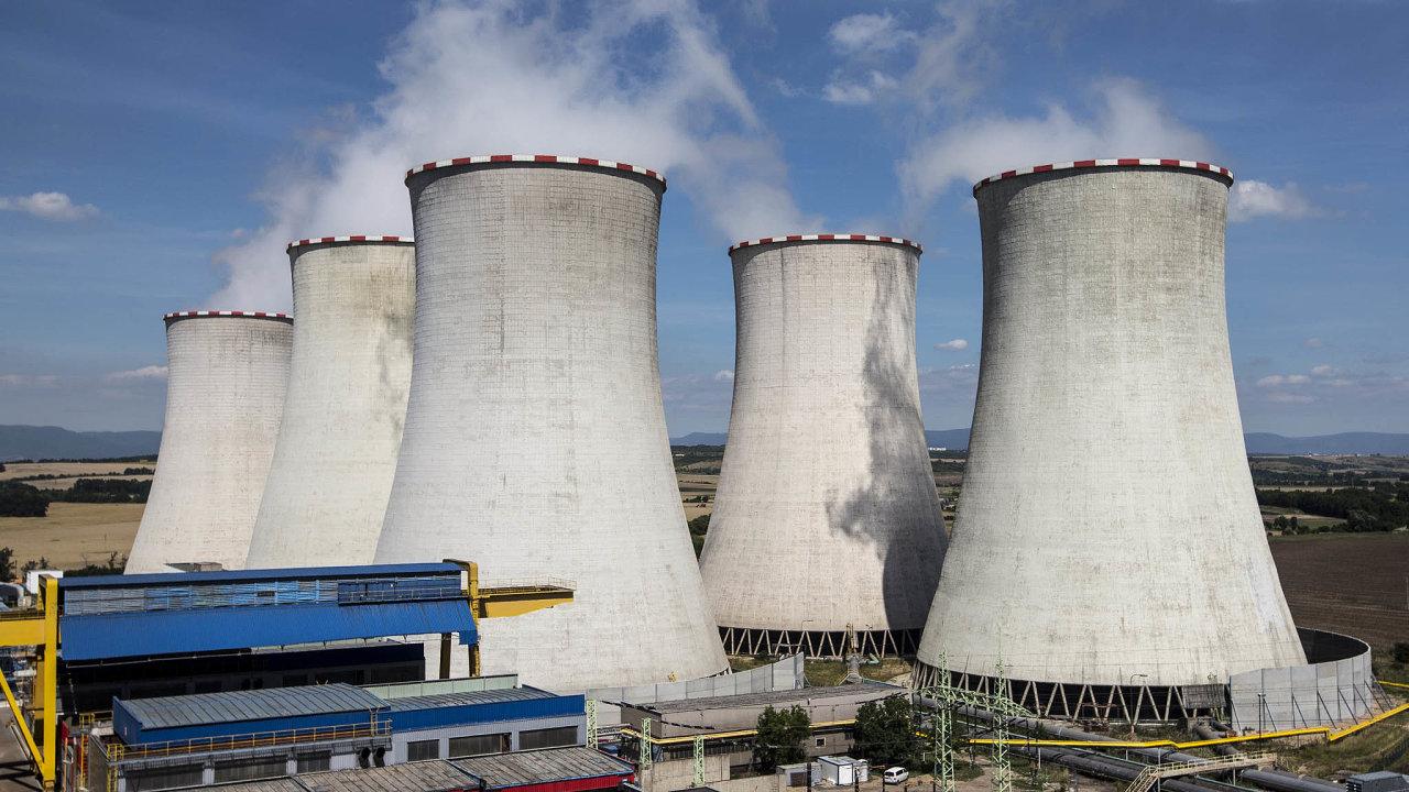 Energetická planetární změna. Uhelné elektrárny, jakou je ta vPočeradech, ustupují udržitelným zdrojům energie.