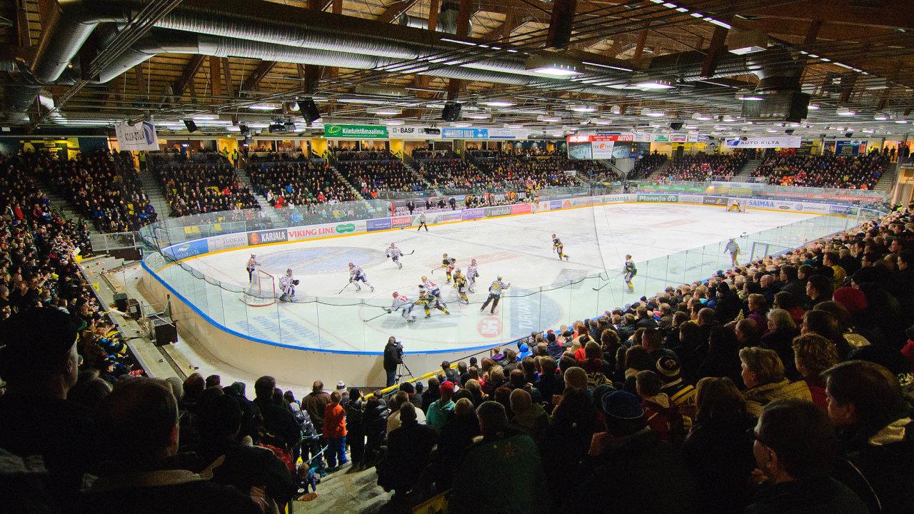 Už odkonce 80. let patří Finsko kzemím, kam často odcházejí čeští hokejisté. Místním hráčům, proslulým rychlostí avýborným bruslením, pomáhali původně skombinací adávali hře myšlenku.