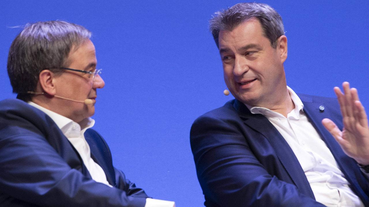 CDU hledá, kdo by nastoupil poAngele Merkelové dokancléřského křesla. Armin Laschet (vlevo) je předsedou strany, bavorský premiér Markus Söder (vpravo) ze sesterské CSU je ale uvoličů populárnější.