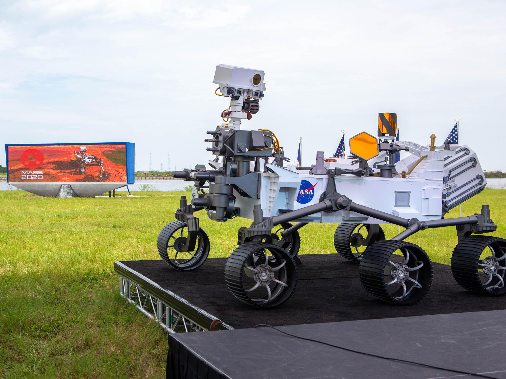NaMarsu má dnes přistát automatický průzkumník amerického Národního úřadu pro letectví avesmír (NASA) jménem Perseverance (Vytrvalost).