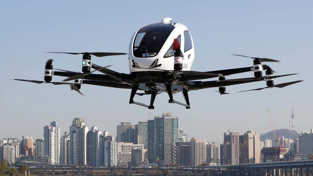 Zkušební let. EHang se snaží trhy oslovit imnožstvím zkušebních letů. Nasnímku jeho model EH216 loni vJižní Koreji.
