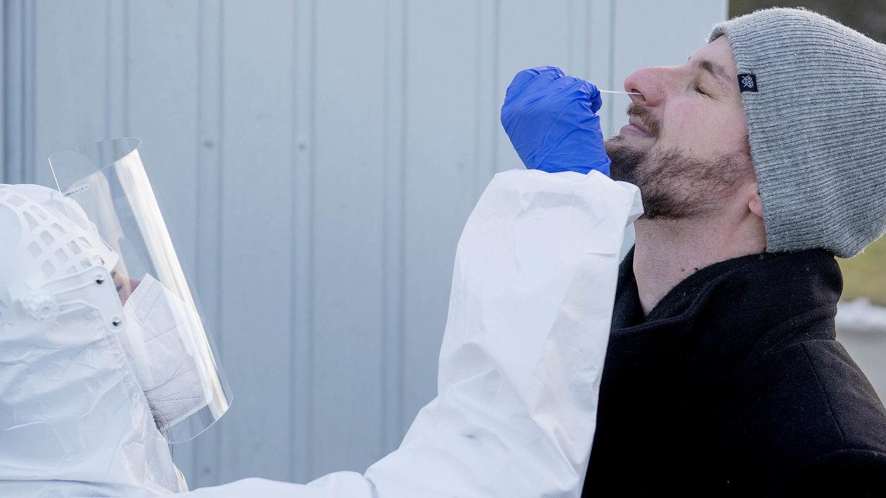 Loni bylo provedeno přes 3,8 milionu PCR testů.